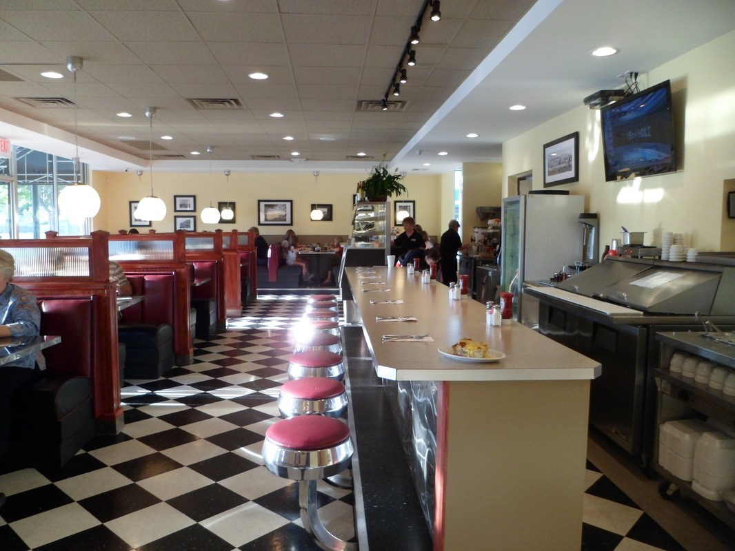 restaurant near 33772